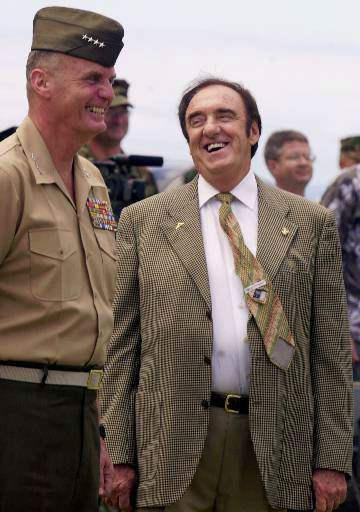 Marine Corps Commandant Gen. James Jones and actor Jim Nabors share a laugh during a spoof ceremony Thursday, Aug. 9, 2001, at Camp Smith in Honolulu, where Nabors&#39; sitcom character, Gomer Pyle, was promoted to lance corporal after 37 years as a PFC. &#40;AP Photo&#47;Ronen Zilberman&#41; <span class=meta>(AP Photo&#47; RONEN ZILBERMAN)</span>