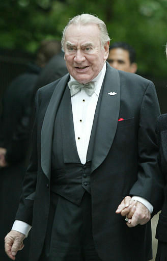 Former New York Gov. Hugh Carey arrives at Gracie Mansion for the wedding of former Mayor Rudolph Giuliani to Judith Nathan Saturday, May 24, 2003 in New York.  Carey was governor from 1974 to 1982. &#40;AP Photo&#47;Diane Bondareff&#41; <span class=meta>(AP Photo&#47; DIANE BONDAREFF)</span>