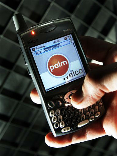 A 650 Treo by Palm Inc. is held in Boston Tuesday, Dec. 20, 2005. Hand-held computer maker Palm Inc. on Tuesday said profit surged in its fiscal second quarter, as the company added new carriers and increased shipments of its Web-enabled cell phones. &#40;AP Photo&#47;Elise Amendola&#41; <span class=meta>(AP Photo&#47; ELISE AMENDOLA)</span>