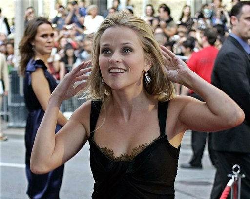 ** RECROPPED VERSION OF XCS111 ** Reese Witherspoon arrives for the gala screening of her movie, &#34;Penelope&#34;, during the Toronto International Film Festival in Toronto, Friday, Sept. 8, 2006. &#40;AP Photo&#47;Chitose Suzuki&#41; <span class=meta>(AP Photo&#47; CHITOSE SUZUKI)</span>