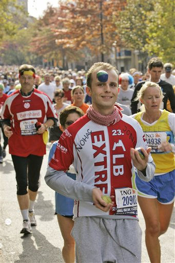 "<div class=""meta ""><span class=""caption-text "">A participant in the New York City Marathon juggles as he runs in the Brooklyn Borough of New York Sunday, Nov. 5, 2006. Over 35,000 participants took part in the 26.2-mile marathon course passes through all five boroughs of New York City. (AP Photo/Mary Altaffer) (AP Photo/ MARY ALTAFFER)</span></div>"