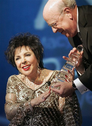 "<div class=""meta ""><span class=""caption-text "">Actress Elizabeth Taylor, left, receives an award for her charity work from Macy's West CEO Robert Mettler, right, at the Macy's Passport 2007 charity benefit at Barker Hangar in Santa Monica, Calif. on Thursday, Sept. 27, 2007. (AP Photo/Dan Steinberg) (AP Photo/ Dan Steinberg)</span></div>"