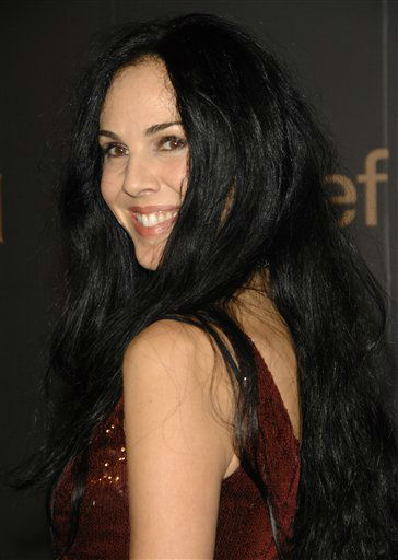 "L'Wren Scott arrives at ""A Night to Benefit Raising Malawi and UNICEF"" at United Nations headquarters, Wednesday, Feb. 6, 2008 in New York. (AP Photo/Evan Agostini)"