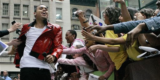 In this June 6, 2008 file photo, the audience reaches out to touch singer Chris Brown in New York&#39;s Rockefeller Center. &#40;AP Photo&#47;Richard Drew, file&#41; <span class=meta>(AP Photo&#47; RICHARD DREW)</span>