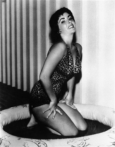 Liz Taylor strikes a pose, 1959, location unknown. &#40;AP Photo&#41; <span class=meta>(AP Photo&#47; XMB)</span>