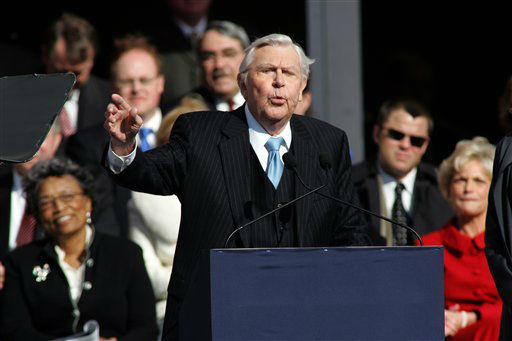 Actor Andy Griffith reads poem after North Carolina Gov. Beverly Perdue was sworn into  office during North Carolina inaugural ceremonies Saturday, Jan. 10, 2009 at the State Library building in Raleigh, N.C.  &#40;AP Photo&#47;Jim R. Bounds&#41; <span class=meta>(AP Photo&#47; JIM BOUNDS)</span>