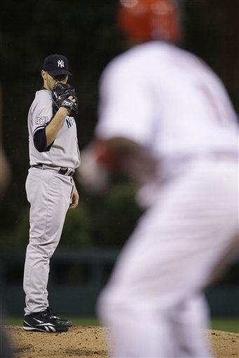 New York Yankees&#39; Andy Pettitte throws to Philadelphia Phillies&#39; Ryan Howard during the first inning of Game 3 of the Major League Baseball World Series Saturday, Oct. 31, 2009, in Philadelphia. &#40;AP Photo&#47;Matt Slocum&#41; <span class=meta>(AP Photo&#47; Matt Slocum)</span>