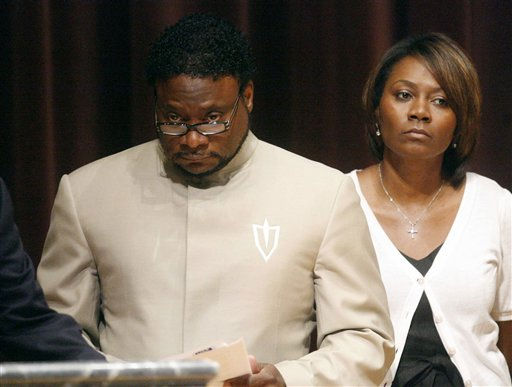 "<div class=""meta ""><span class=""caption-text "">Bishop Eddie Long prepares to speak at a news conference, Sunday, Sept. 26, 2010, at New Birth Missionary Baptist Church in Atlanta. Bishop Eddie Long, the pastor of a Georgia megachurch accused of luring young men into sexual relationships, has told his congregation of thousands that all people must face painful and distasteful situations. (AP Photo/John Amis, Pool) (AP Photo/ John Amis)</span></div>"