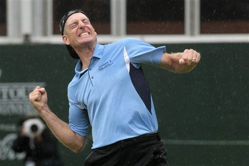 "<div class=""meta ""><span class=""caption-text "">Jim Furyk reacts after winning the FedEx Cup and The Tour Championship golf tournament at East Lake Golf Club in Atlanta Sunday, Sept.  26, 2010. Furyk nearly holed a bunker shot and knocked in the 2½-foot par putt to close with an even-par 70 and a one-shot victory over Luke Donald to capture the biggest payoff in golf. He earned $1.35 million for winning the tournament, and $10 million from the FedEx Cup.  (AP Photo/ Dave Martin)</span></div>"