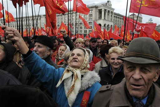 Supporters of the Ukrainian Communist Party during a mass rally marking the 93th anniversary of the Bolshevik Revolution on Independence square in Kiev, Ukraine, Sunday, Nov. 7, 2010. Ukraine marks the 93th anniversary of the Bolshevik revolution. &#40;AP Photo&#47;Sergei Chuzavkov&#41; <span class=meta>(AP Photo&#47; Sergei Chuzavkov)</span>