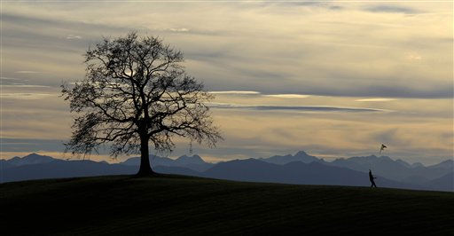 "<div class=""meta ""><span class=""caption-text "">A man flies a kite, with the Alps in the background, as temperatures reach 16 degrees Celsius (60,8 Fahrenheit) near Muensing, southern Germany, Saturday, Nov. 13, 2010. (AP Photo/Matthias Schrader) (AP Photo/ Matthias Schrader)</span></div>"