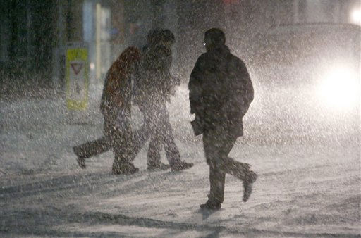 Shoppers scurry through heavy snowfall in the parking lot at Shoppers World in the Boston suburb of  Framingham, Mass., Sunday, Dec. 26, 2010. &#40;AP Photo&#47;Bill Sikes&#41; <span class=meta>(AP Photo&#47; Bill Sikes)</span>