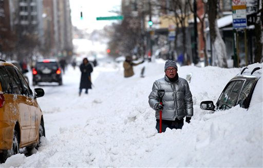 People continue to dig out along 72nd Street in New York Monday, Dec. 27, 2010, in the wake of a powerful East Coast blizzard that menaced would-be travelers by air, rail and highway, leaving thousands without a way to get home after the holidays and shutting down major airports and rail lines for a second day. &#40;AP Photo&#47;Craig Ruttle&#41; <span class=meta>(AP Photo&#47; Craig Ruttle)</span>