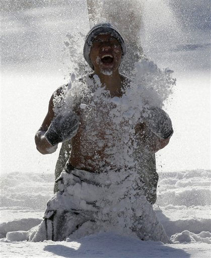 Half-naked officers of the South Korean Special Warfare Force hurls snow during a winter exercise in Pyeongchang, South Korea, Tuesday, Jan. 4, 2011. &#40;AP Photo&#47; Lee Jin-man, Pool&#41; <span class=meta>(AP Photo&#47; Lee Jin-man)</span>