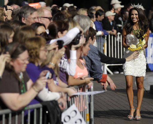 Miss America contestant, Ashley Melnick, Miss Texas, greets spectators during the &#34;Show Us Your Shoes&#34; parade, Friday, Jan. 14, 2011 in Las Vegas. &#40;AP Photo&#47;Julie Jacobson&#41; <span class=meta>(AP Photo&#47; Julie Jacobson)</span>