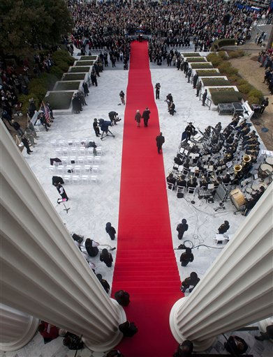 "<div class=""meta ""><span class=""caption-text "">Alabama Gov.-elect Robert Bentley and his wife Dianne walk down the red carpet to take the oath of office during inaugural events at the Capitol in Montgomery, Ala., Monday, Jan. 17, 2011.  (AP Photo/Dave Martin) (AP Photo/ Dave Martin)</span></div>"