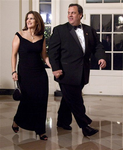 "<div class=""meta image-caption""><div class=""origin-logo origin-image ""><span></span></div><span class=""caption-text"">New Jersey Gov. Chris Christie and his wife Mary Pat Christie arrive at the White House in Washington, Wednesday, Jan. 19, 2011, for a state dinner in honor of China's President Hu Jintao. (AP Photo/Evan Vucci) (AP Photo/ Evan Vucci)</span></div>"