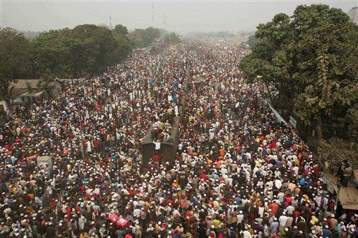 "<div class=""meta image-caption""><div class=""origin-logo origin-image ""><span></span></div><span class=""caption-text"">Thousands of Bangladeshi Muslims board overcrowded trains as they try to return home after attending the three-day Islamic Congregation on the banks of the River Turag in Tongi, outskirts of Dhaka, Bangladesh, Sunday, Jan. 23, 2011. The congregation, held each year since 1966, is among the world's largest religious gatherings. (AP Photo/Pavel Rahman) (AP Photo/ Pavel Rahman)</span></div>"