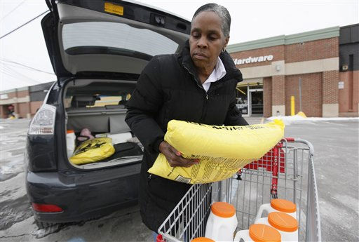 "<div class=""meta ""><span class=""caption-text "">Marilyn Simpson loads snow and ice melter to her vehicle to prepare for a possible snow storm hitting the Great Lakes region, during a visit at an Ace Hardware store in Bloomfield Hills, Mich., Monday, Jan. 31, 2011. (AP Photo/Paul Sancya) (AP Photo/ Paul Sancya)</span></div>"