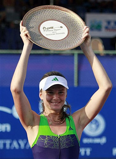 "<div class=""meta ""><span class=""caption-text "">Daniela Hantuchova of Slovakia holds the trophy after winning her final match over Sara Errani of Italy in the PTT Pattaya Open tennis tournament in Pattaya, Thailand, Sunday, Feb. 13, 2011. Hantuchova won with score 6-0, 6-2. (AP Photo/Apichart Weerawong) (AP Photo/ Apichart Weerawong)</span></div>"