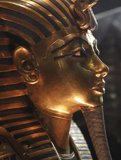 The funeral mask of King Tutankhamun is seen during a tour for the press in the Egyptian Museum in Cairo, Egypt, Wednesday Feb. 16, 2011. Dr. Zahi Hawass, Director for the Supreme Council of Antiquities said that three of the 18 items reporting missing from Cairo&#39;s Egyptian Museum had been found. According to Hawass thieves entered the museum during the mass street protests that led to the ouster of former Egyptian President Hosni Mubarak. &#40;AP Photo&#47;Tara Todras-Whitehill&#41; <span class=meta>(AP Photo&#47; Tara Todras-Whitehill)</span>