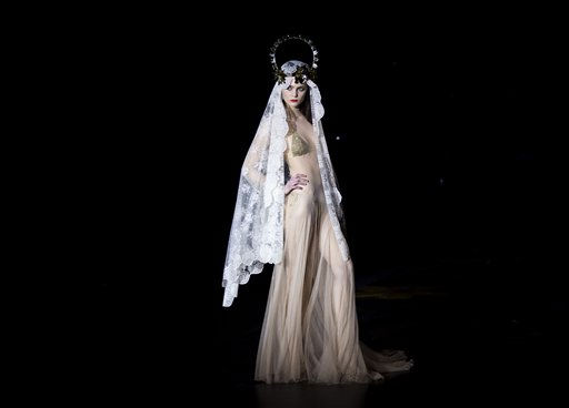 "<div class=""meta ""><span class=""caption-text "">A model displays a autumn/winter design by Andres Sarda during the Pasarela Cibeles fashion show in Madrid, Monday, Feb. 21, 2011. (AP Photo/Daniel Ochoa de Olza) (AP Photo/ Daniel Ochoa de Olza)</span></div>"