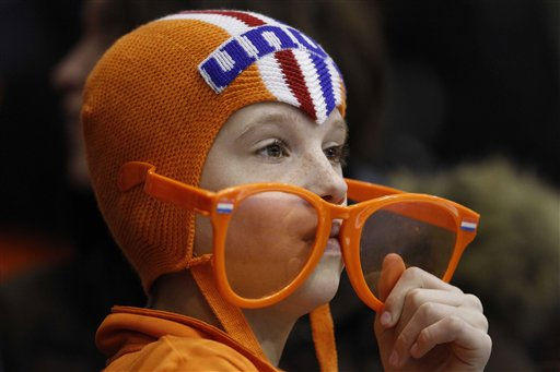 A Dutch skating fan watches the men&#39;s 500 meters race during the World Cup finals speed skating at Thialf stadium in Heerenveen, northern Netherlands, Sunday March 6, 2011. &#40;AP Photo&#47;Peter Dejong&#41; <span class=meta>(AP Photo&#47; Peter Dejong)</span>