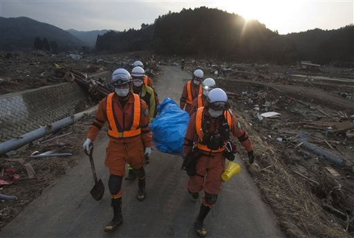 "<div class=""meta image-caption""><div class=""origin-logo origin-image ""><span></span></div><span class=""caption-text"">Japanese rescue team members carry the body of a man from the village of Saito, in northeastern Japan, Monday, March 14, 2011. Rescue workers used chain saws and hand picks Monday to dig out bodies in Japan's devastated coastal towns, as Asia's richest nation faced a mounting humanitarian, nuclear and economic crisis in the aftermath of a massive earthquake and tsunami that likely killed thousands. (AP Photo/David Guttenfelder) (Photo/David Guttenfelder)</span></div>"