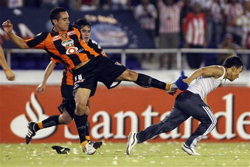 Mexico&#39;s Jaguares de Chiapas&#39; Luis Esqueda kicks a Colombia&#39;s Junior&#39;s fan who jumped into the field during a Copa Libertadores soccer in Barranquilla, Colombia, Thursday, May 5, 2011. Jaguares de Chiapas classified due to away goals after the match ended 4-4 on aggregate. &#40;AP Photo&#47;Fernando Vergara&#41; <span class=meta>(AP Photo&#47; Fernando Vergara)</span>