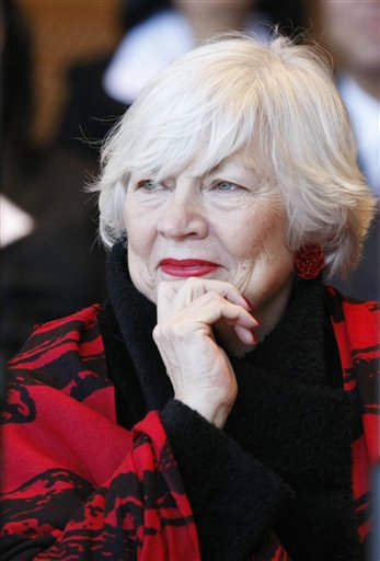Maggie Daley during inaugural ceremonies for Chicago Mayor-elect Rahm Emanuel.  Daley, the wife of former Chicago Mayor Richard M. Daley and a gracious promoter of the city&#39;s cultural and educational programs, died on November 24, 2011. She was 68.  &#40;AP Photo&#47;Charles Rex Arbogast&#41; <span class=meta>(AP Photo&#47; Charles Rex Arbogast)</span>