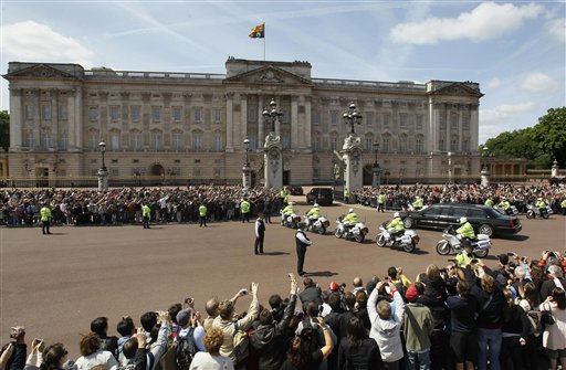The convoy carrying U.S. President Barack Obama drives into Buckingham Palace, in London, Tuesday, May 24, 2011. President Barack Obama and first lady Michelle Obama traded-in Irish charm for the pomp and pageantry of Buckingham Palace Tuesday as they opened a two-day state visit to Britain at the invitation of Queen Elizabeth II.   &#40;AP Photo&#47;Kirsty Wigglesworth&#41; <span class=meta>(AP Photo&#47; Kirsty Wigglesworth)</span>