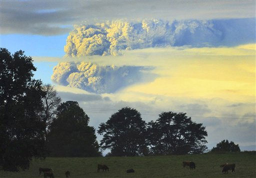 A column of smoke and ashes comes out from the Puyehue volcano, some 1,100 kilometers south of Santiago, Chile, Saturday, June 4, 2011. Authorities have evacuated about 600 people living nearby the volcano. There have been no reports of injuries. &#40;AP Photo&#47;Martin Iniguez&#41; <span class=meta>(AP Photo&#47; Martin Iniguez)</span>
