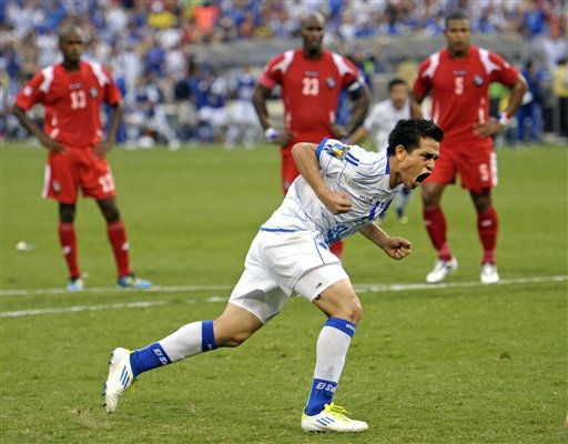 "<div class=""meta ""><span class=""caption-text "">El Salvador's Rodolfo Zelaya celebrates after scoring a goal, on a penalty kick, during the second half of a CONCACAF Gold Cup quarterfinal soccer match against Panama on Sunday, June 19, 2011, at RFK Stadium in Washington. Panama defeated El Salvador 5-3 on penalty kicks after they played to a 1-1 tie in regulation. (AP Photo/Cliff Owen) (AP Photo/ Cliff Owen)</span></div>"