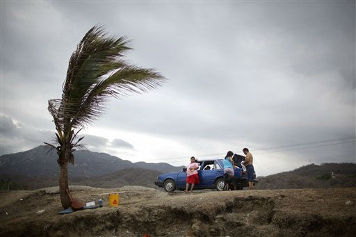 "<div class=""meta ""><span class=""caption-text "">A family prepares to leave Miramar beach after having a picnic before the arrival of Tropical Storm Beatriz in the Pacific resort city of Manzanillo, Mexico, Monday June 20, 2011. The U.S. National Hurricane Center said Beatriz is expected to become a hurricane Monday night or early Tuesday, brushing over Mexico's southwestern coast later that day before heading back out to sea.  (AP Photo/Alexandre Meneghini) (AP Photo/ Alexandre Meneghini)</span></div>"