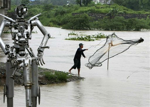"<div class=""meta ""><span class=""caption-text "">A resident throws his fishing net at the swollen Marikina River in Marikina city, east of Manila, Philippines, Friday, June 24, 2011, after heavy rains inundated the capital overnight. The heavy rains, brought about by Tropical Storm Meari (locally called Falcon) triggered flash floods and rough seas, forcing classes to be suspended Friday, government offices shut and dozens of flights canceled. (AP Photo/Bullit Marquez) (AP Photo/ Bullit Marquez)</span></div>"