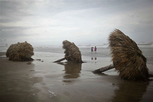 People have fun at &#34;Playa Azul&#34; or &#34;Blue beach,&#34;  after the passage of the Tropical Storm Arlene in Tuxpan, Mexico, Thursday, June 30, 2011. The Atlantic season&#39;s first tropical storm hit Mexico&#39;s central Gulf coast Thursday, hurling heavy rains over a wide swath of the country but causing little damage. &#40;AP Photo&#47;Alexandre Meneghini&#41; <span class=meta>(AP Photo&#47; Alexandre Meneghini)</span>