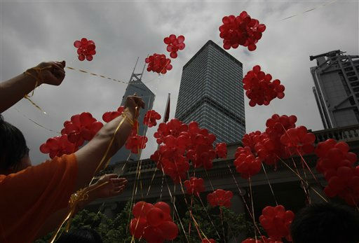 "<div class=""meta ""><span class=""caption-text "">Participants release red balloons during a ceremony at a downtown Hong Kong street to celebrate the 14th anniversary of Hong Kong's handover to China Friday, July 1, 2011. (AP Photo/Vincent Yu) (AP Photo/ Vincent Yu)</span></div>"