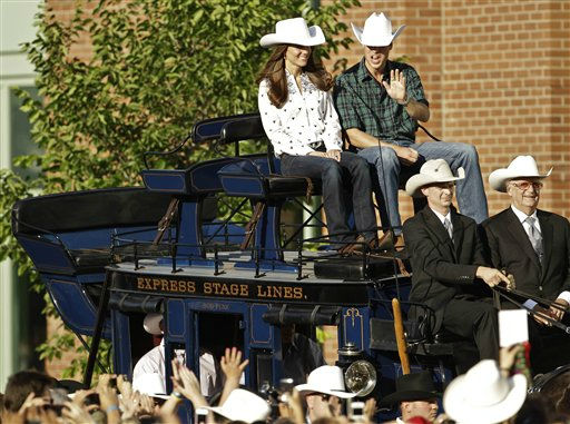 Prince William and Kate, the Duke and Duchess of Cambridge, arrive via stage coach for a reception at the BMO Centre in Calgary, Canada as they continue their Royal Tour of Canada Thursday, July 7, 2011. &#40;AP Photo&#47;Charlie Riedel&#41; <span class=meta>(AP Photo&#47; Charlie Riedel)</span>