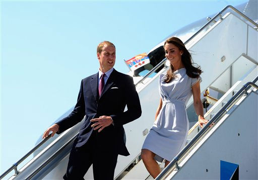 "<div class=""meta ""><span class=""caption-text "">Prince William and Kate, the Duke and Duchess of Cambridge, arrive at Los Angeles International Airport in Los Angeles on Friday, July 8, 2011. (AP Photo/Kevork Djansezian, pool) (AP Photo/ Kevork Djansezian)</span></div>"