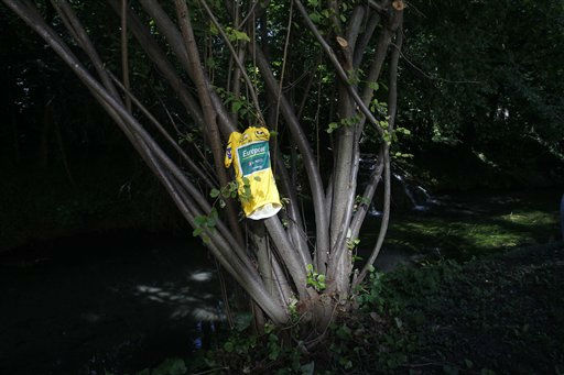 "<div class=""meta ""><span class=""caption-text "">The overall leader's yellow jersey of Thomas Voeckler of France is seen hanging from a tree in a setting arranged by photographers on the second rest day  of the Tour de France cycling race in Valence, southern France, Monday July 18, 2011. (AP Photo/Christophe Ena) (AP Photo/ Christophe Ena)</span></div>"