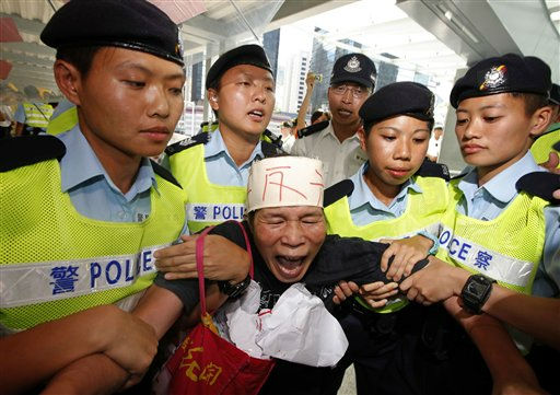 "<div class=""meta ""><span class=""caption-text "">A protester is detained by police officers during a protest against China's Vice Premier Li Keqiang near the new government headquarters where Li attended its completion ceremony in Hong Kong Thursday, Aug. 18, 2011. Li, who is widely expected to become China's next premier, announced measures to boost Hong Kong's economy in a show of support for the Chinese territory's government as it struggles with public discontent over surging property prices and growing inequality. (AP Photo/Vincent Yu) (AP Photo/ Vincent Yu)</span></div>"