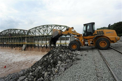 "<div class=""meta image-caption""><div class=""origin-logo origin-image ""><span></span></div><span class=""caption-text"">Repair crews rebuild a rail road bed along the Mohawk River after flooding caused by Tropical Storm Irene washed away a section of the base at Lock -10 in Amsterdam, N.Y., Thursday, Sept. 1, 2011.  Utility companies continue to bring New York electricity customers back on line, but almost 182,000 are still blacked out four days after Irene pounded the state with drenching rains and high winds. (AP Photo/Hans Pennink) (AP Photo/ Hans Pennink)</span></div>"