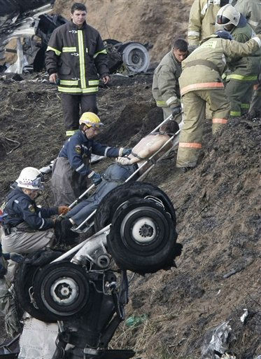 Rescuers lift a stretcher with the body of a victim out of the river, at the crash site of a Russian Yak-42 jet near the city of Yaroslavl, on the Volga River about 150 miles &#40;240 kilometers&#41; northeast of Moscow,  Russia, Wednesday, Sept. 7, 2011. The Yak-42 jet carrying a top ice hockey team crashed while taking off Wednesday in western Russia. The Russian Emergency Situations Ministry said the plane was carrying the Lokomotiv ice hockey team from Yaroslavl.&#40;AP Photo&#47;Misha Japaridze&#41; <span class=meta>(AP Photo&#47; Misha Japaridze)</span>
