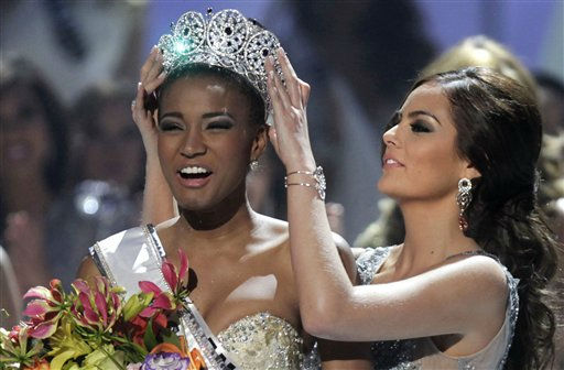 "<div class=""meta ""><span class=""caption-text "">ALTERNATIVE CROP OF XAP104 - Miss Angola Leila Lopes is crowned Miss Universe 2011 by Miss Universe 2010 Ximena Navarrete, of Mexico, in Sao Paulo, Brazil, Monday Sept. 12, 2011. (AP Photo/Andre Penner) (AP Photo/ Andre Penner)</span></div>"