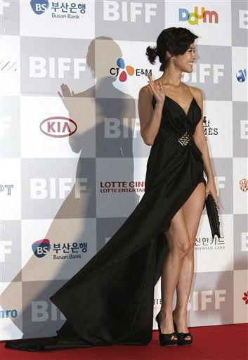 South Korean actress Lee Yoon-ji poses during the opening ceremony of the Busan International Film Festival at the Busan Cinema Center in Busan, South Korea, Thursday, Oct. 6, 2011. The biggest film festival in Asia showcases more than 300 films from 70 and runs from October 6-14. &#40;AP Photo&#47;Ahn Young-joon&#41; <span class=meta>(AP Photo&#47; Ahn Young-joon)</span>