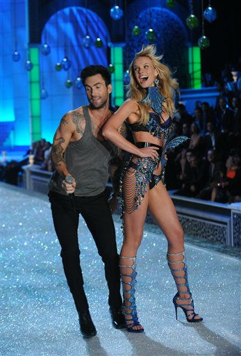 Adam Levine performs with a model during the Victoria&#39;s Secret fashion show in New York, Wednesday, Nov. 9, 2011. &#40;AP Photo&#47;Brad Barket&#41; <span class=meta>(AP Photo&#47; Brad Barket)</span>