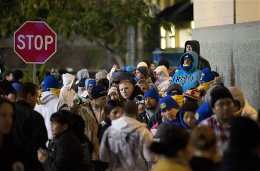 Shoppers wait in line outside a Best Buy store in Burbank, Calif., Thursday, Nov. 24, 2011. Black Friday began in earnest as Target, Abercrombie &amp; Fitch and other stores opened their doors at midnight. &#40;AP Photo&#47;Jae C. Hong&#41; <span class=meta>(AP Photo&#47; Jae C. Hong)</span>