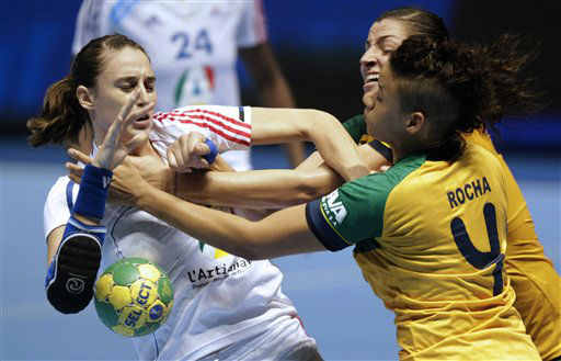 France&#39;s Camille Ayglon, left, Brazil&#39;s Daniela Piedade and Brazil&#39;s Samira Rocha &#40;4&#41; fight for the ball during their Women&#39;s Handball World Championship match in Sao Paulo, Brazil, Tuesday, Dec. 6, 2011. &#40;AP Photo&#47;Andre Penner&#41; <span class=meta>(AP Photo&#47; Andre Penner)</span>