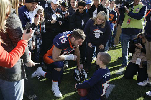 Denver Broncos quarterback Tim Tebow &#40;15&#41; talks to a young fan before the start of an NFL football game against the Chicago Bears, Sunday, Dec. 11, 2011, in Denver. &#40;AP Photo&#47;Julie Jacobson&#41; <span class=meta>(AP Photo&#47; Julie Jacobson)</span>