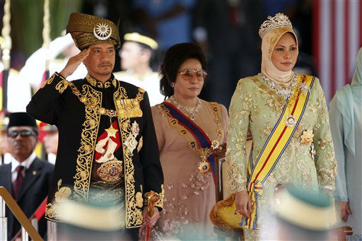 Malaysia&#39;s outgoing King, Sultan Mizan Zainal Abidin, left, salutes as Queen Nur Zahirah, right, stands beside him during his official farewell ceremony at Parliament Square in Kuala Lumpur, Malaysia, Monday, Dec. 12, 2011. Mizan Zainal Abidin, who was proclaimed the Malaysia&#39;s 13th king on Dec. 13, 2006 for a five-year rotation period, completed his reign on Monday. &#40;AP Photo&#47;Lai Seng Sin&#41; <span class=meta>(AP Photo&#47; Lai Seng Sin)</span>